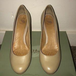 Classic tan heel